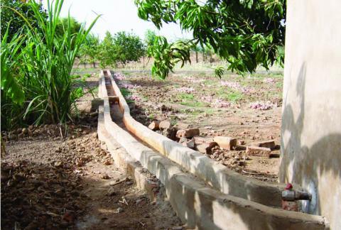 Canaux d'irrigation au CPA Espoir de Bougoudang